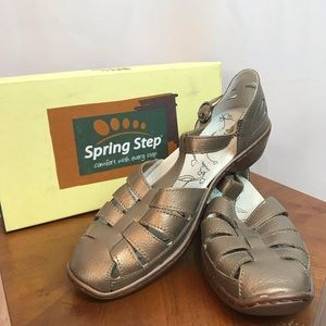 Spring Step Gunmetal Close Toe Sandals size 9 NIB